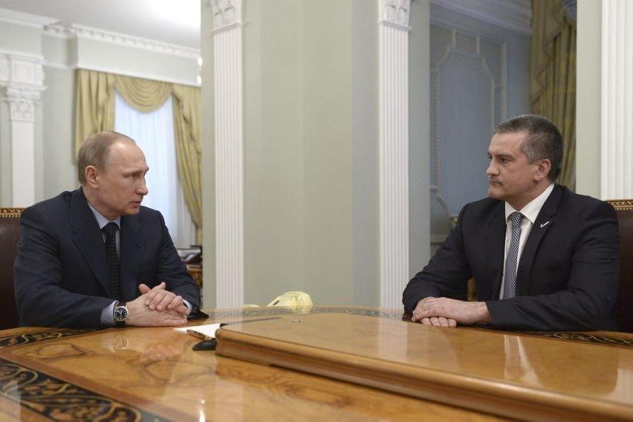 Le président russe a félicité M. Axionov (à... (Photo AFP)
