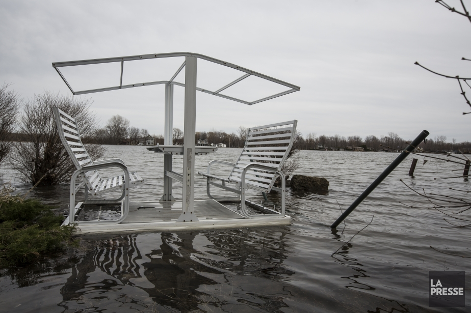 Le niveau de presque tous les cours d'eau... (PHOTO OLIVIER PONTBRIAND, LA PRESSE)