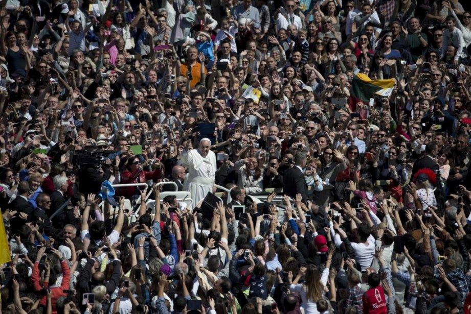 Plus de150 000 fidèles ont assisté à la... (Photo Alessandra Tarantino, AP)