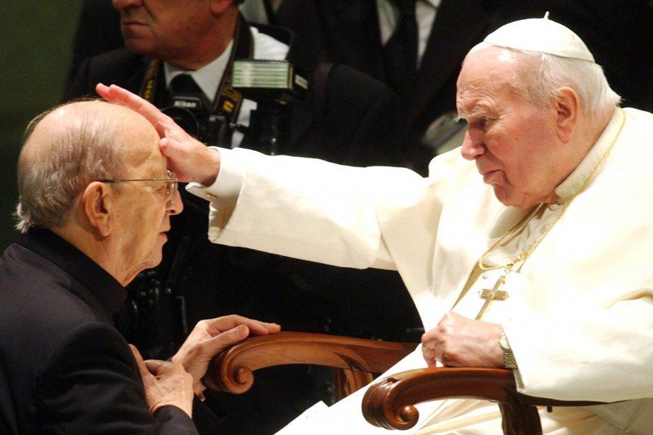Le long soutien du pape Jean-Paul II (à... (PHOTO PLINIO LEPRI, ARCHIVES AP)