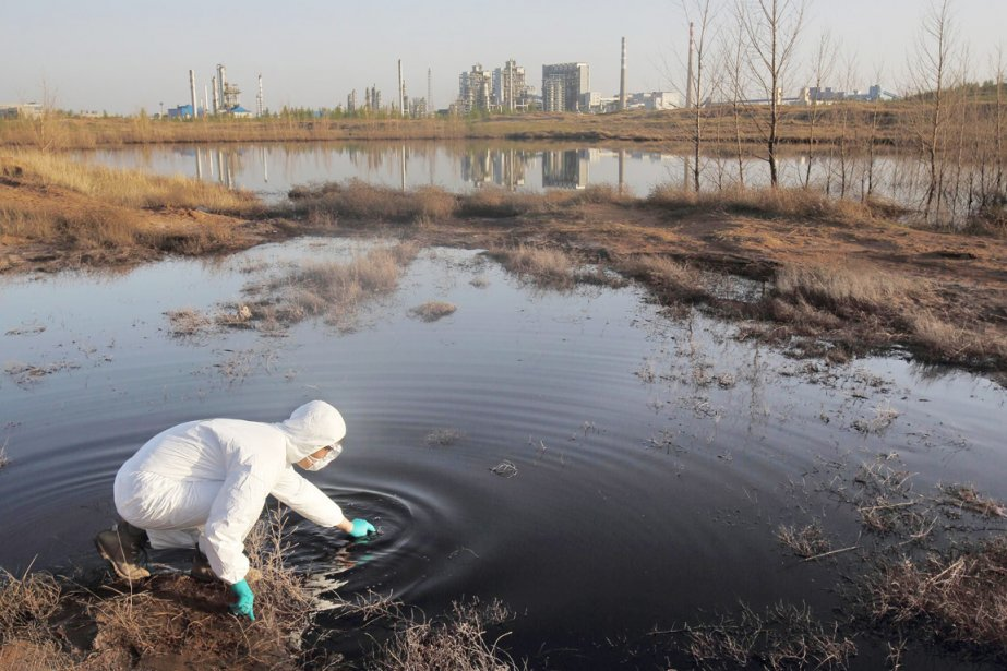 La vaste majorité des cours d'eau en Chine... (PHOTO ARCHIVES AFP/GREENPEACE)