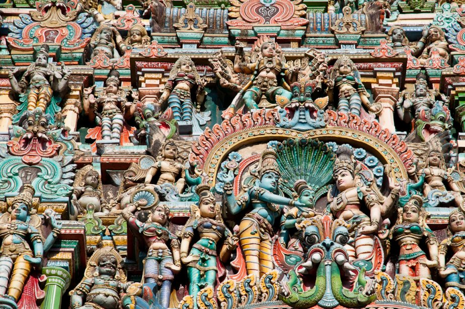 Les gopurams du temple Mînâkshî comptent des milliers de sculptures aux couleurs vives: dieux, démons, héros, animaux, etc. (Photo Marie-Soleil Desautels, La Presse)