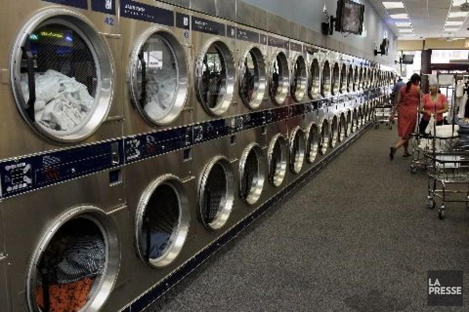 Les laveuses et sécheuses font partie des biens... (Photo Archives AFP)