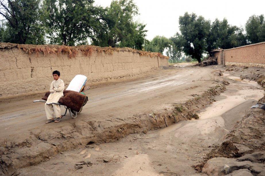 Les crues subites sont fréquentes en Afghanistan. En... (PHOTO MASSOUD HOSSAINI, ARCHIVES AFP)