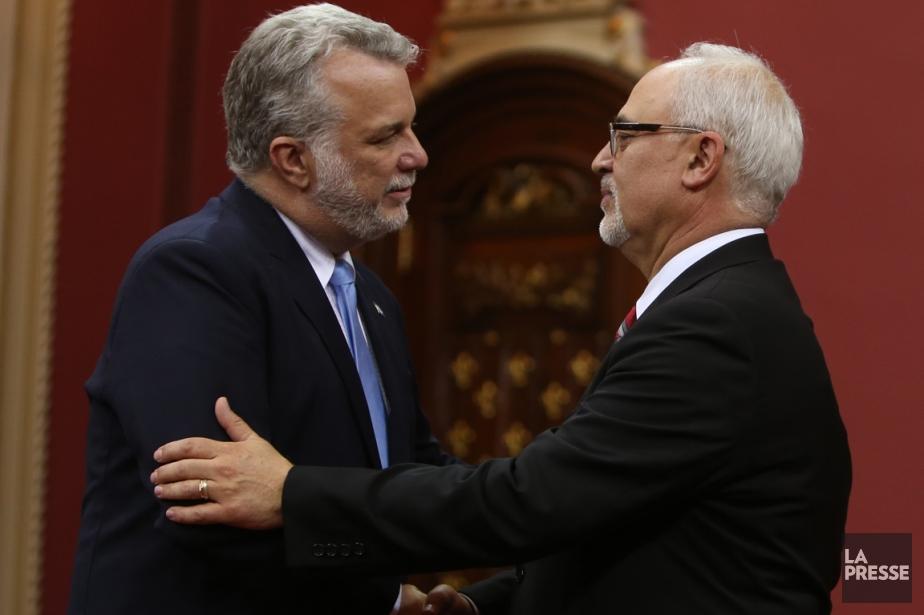 Le premier ministre Philippe Couillard et son ministre... (Photo archives La Presse Canadienne)
