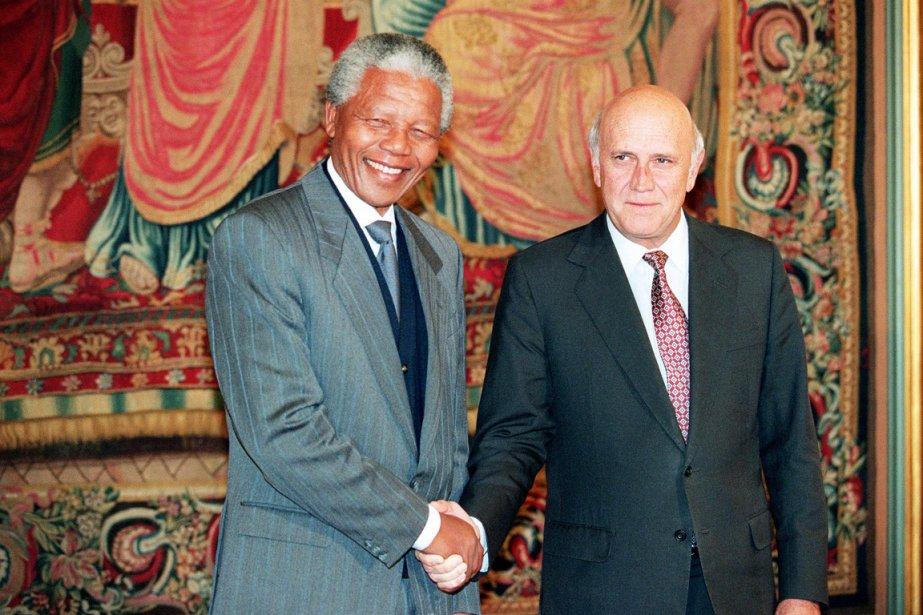 Frederik de Klerk partagea le prix Nobel de... (PHOTO GÉRARD JULIEN, AFP)
