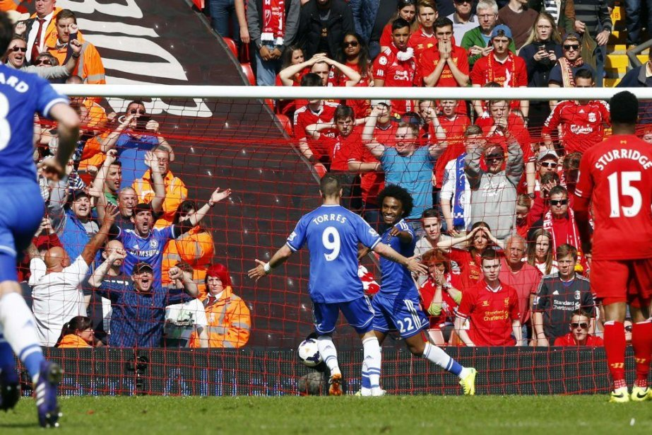 La victoire de Chelsea 2-0 contre Liverpool relance... (PHOTO DARREN STAPLES, REUTERS)