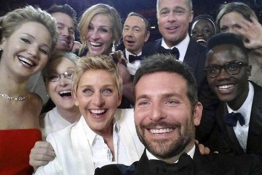La désormais célèbre selfie. Première rangée (de gauche... (Photo AP)