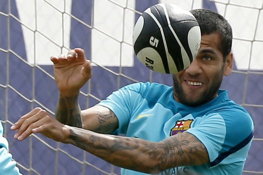 Dani Alves... (Photo Reuters)