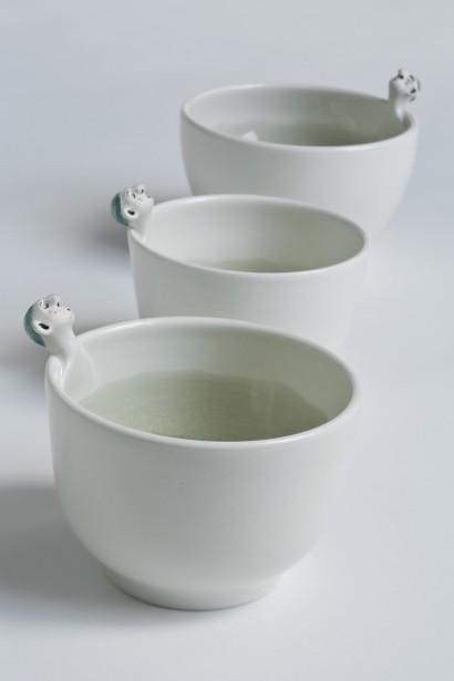 Équipé d'un petit four électrique, l'artiste a commencé à faire de la céramique dans sa cuisine. Sur la photo, les baigneurs - bols. (Photo fournie par Amandine Daviet)