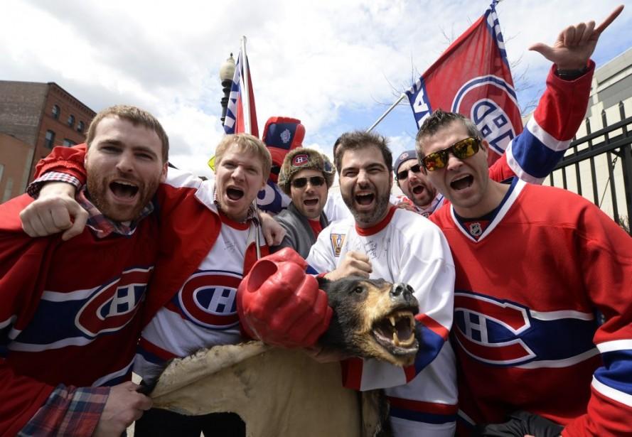 Des partisans du Canadien ont fait le voyage à Boston pour encourager leur équipe. (Photo Bernard Brault, La Presse)