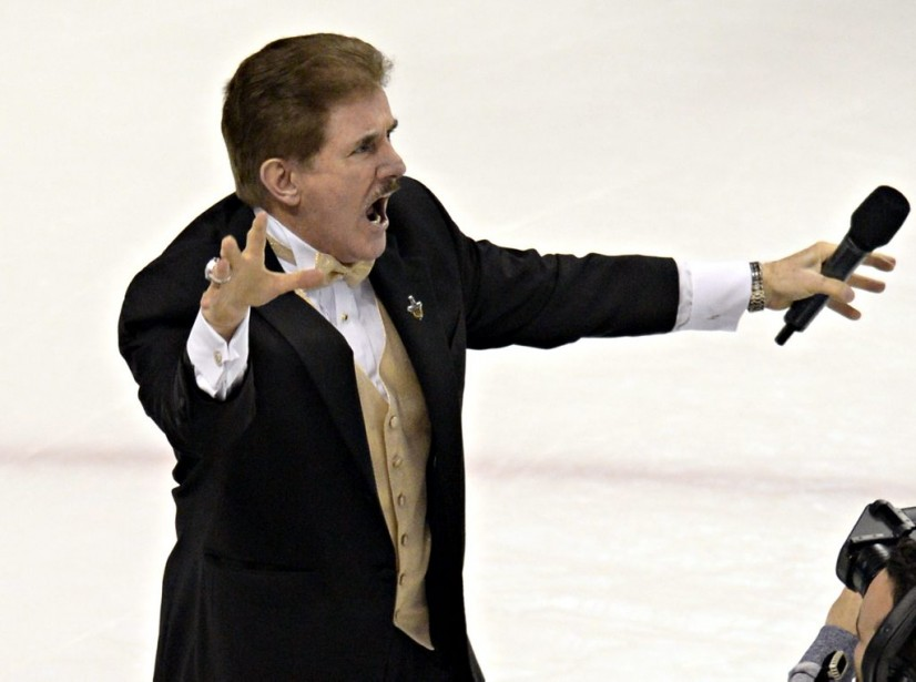 Rene Rancourt a interprété l'hymne national américain avec passion avant la rencontre. (Photo Bernard Brault, La Presse)