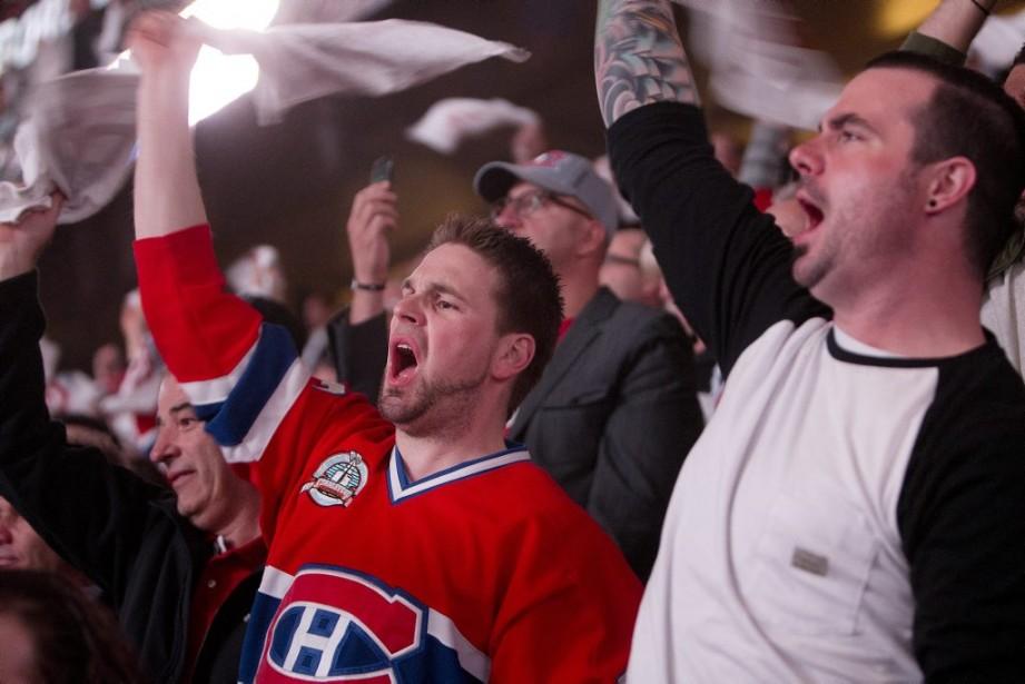 Les partisans étaient en excellente forme, ravis de voir leurs Canadiens de retour au Centre Bell. (PHOTO ROBERT SKINNER, LA PRESSE)