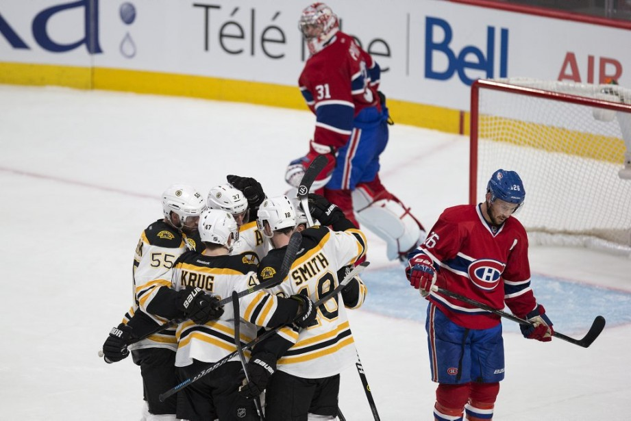 Les Bruins célèbrent leur premier but. (PHOTO ROBERT SKINNER, LA PRESSE)