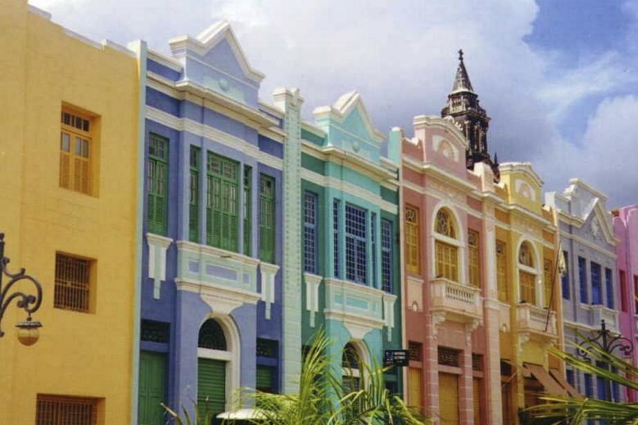 La colorée place Antenor Navarro, inaugurée en 1935. (Photo Sarah-Émilie Nault, collaboration spéciale)