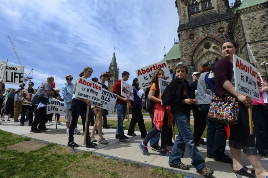 Une manifestation contre l'avortement a eu lieu jeudi... (Photo Sean Kilpatrick, La Presse Canadienne)