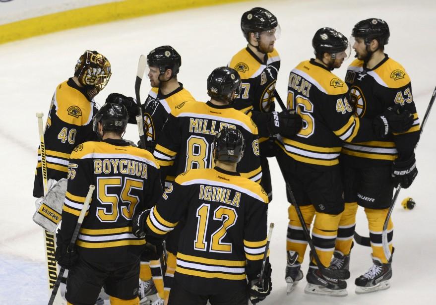 Les Bruins célèbrent leur victoire. (Photo Bernard Brault, La Presse)