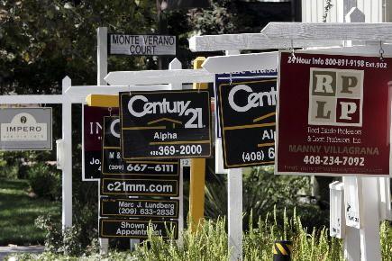 Les promesses de ventes de logements aux... (Photo archives Associated Press)