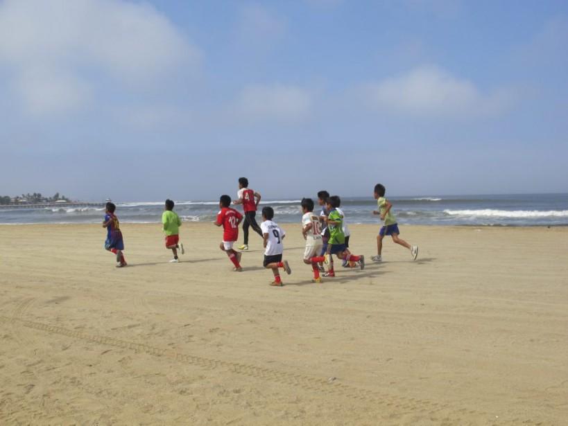 Le matin, des enfants font leur entrainement de soccer. (Photo Nathaëlle Morissette, La Presse)