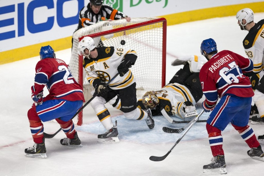 Le but de Thomas Vanek. (PHOTO ROBERT SKINNER, LA PRESSE)