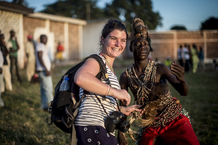 Camille Lepage au stade Bonga-Bongaà Bangui, en octobre... (PHOTO SYLVAIN CHERKAOUI, ARCHIVES AP)