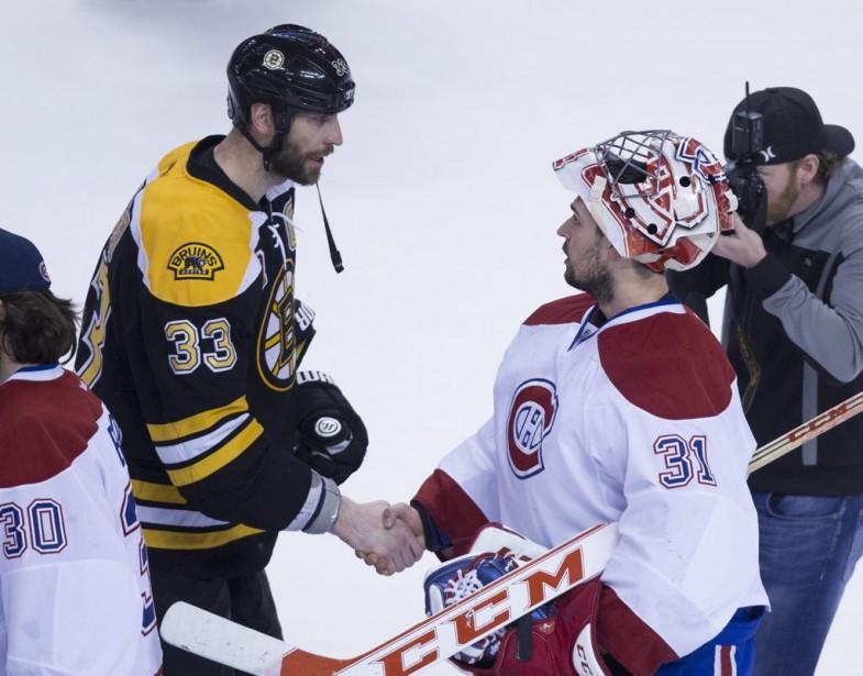 Le capitaine des Bruins Zdeno Chara félicite Carey Price. (André Pichette, La Presse)