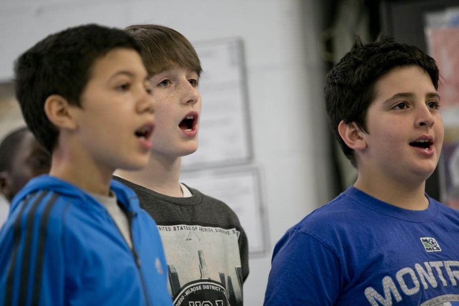 Sous la supervision d'un professeur, les choristes ont acquis des notions de base en chant et répété avec une bande sonore. (Photo: David Boily, La Presse)