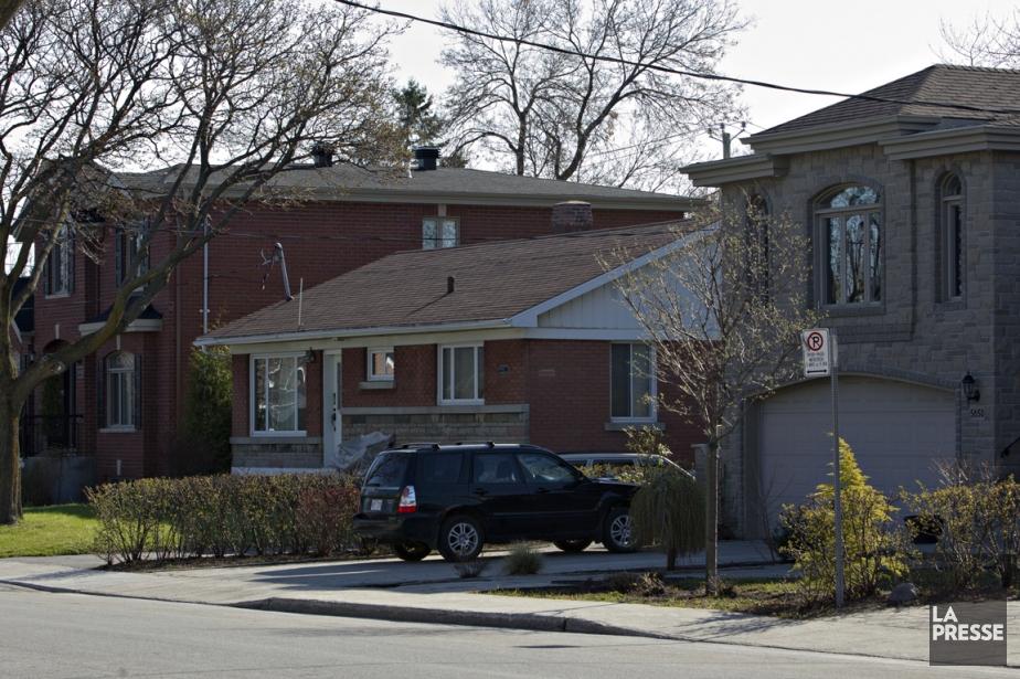 Aujourd'hui, le contraste entre les bungalows d'origine et les maisons construites à leur place est frappant. (Photo Olivier Jean, La Presse)