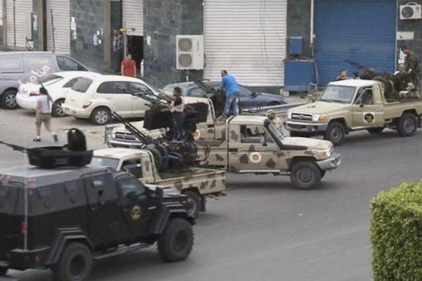 Les forces de sécurité sont installées avec de... (PHOTO AP/ARMÉE NATIONALE LIBYENNE)