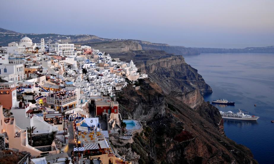Touristique oui, mais néanmoins magnifique: on peut difficilement résister au charme de Santorin. (Photo Bernard Brault, Archives La Presse)