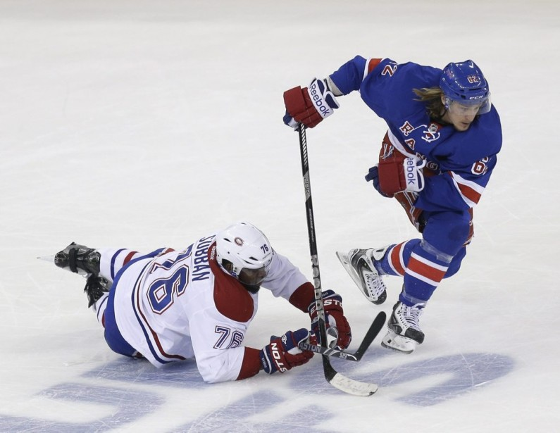 P.K. Subban tombe au combat. (Photo USA TODAY Sports)