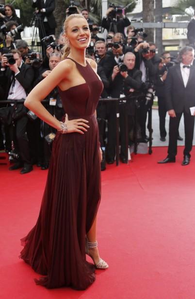 Le plissé et le drapé sont d'ailleurs des tendances lourdes pour ce festival de Cannes. Dans le genre, difficile de faire mieux que Blake Lively, très statue grecque dans sa robe longue bordeaux Gucci Premiere. (Photo ERIC GAILLARD, REUTERS)