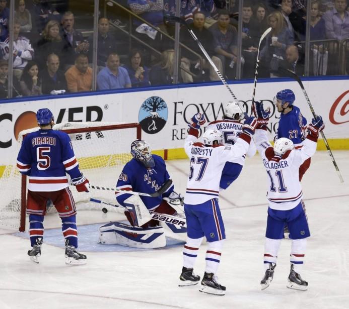 Les Canadiens célèbrent le but de P.K. Subban marqué tôt en troisième période. (AP)