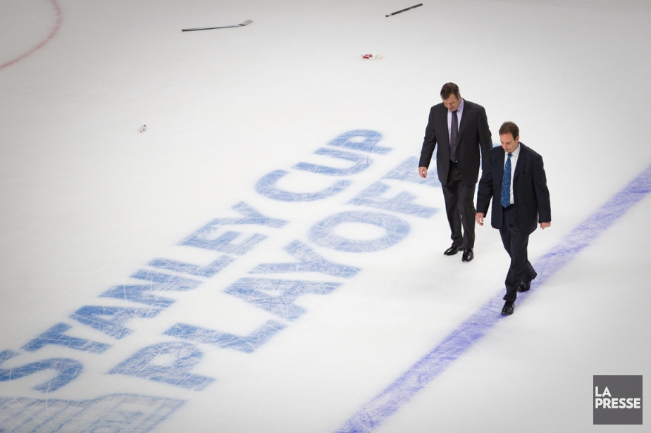 L'entraîneur-chef des Rangers Alain Vigneault et son adjoint... (Photo André Pichette, La Presse)