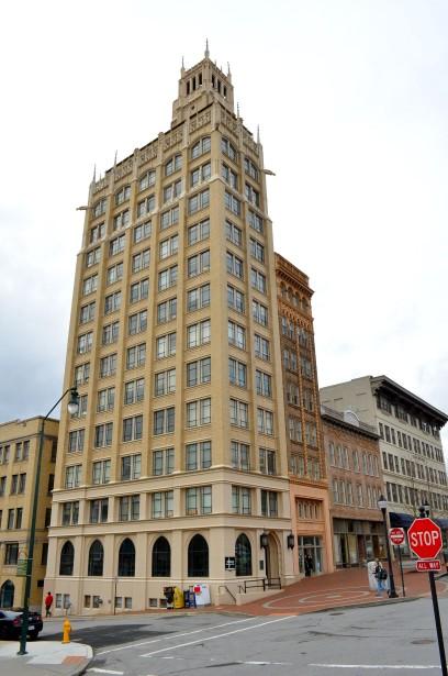 Jackson Building, le plus ancien gratte-ciel de la région. (PHOTO VINCENT FORTIER, COLLABORATION SPÉCIALE)