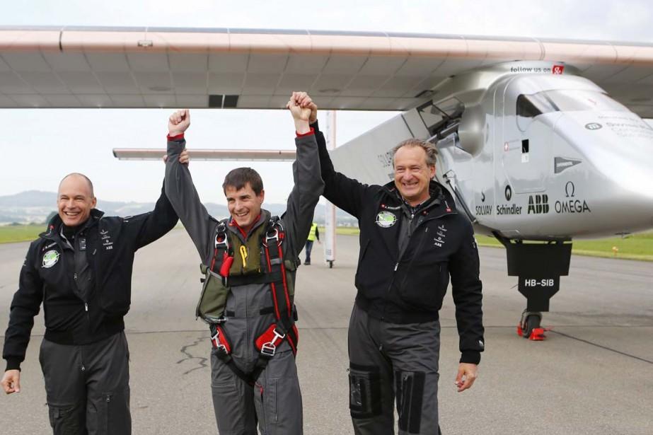 Avec aux commandes le pilote d'essai allemand Markus... (PHOTO DENIS BALIBOUSE, REUTERS)
