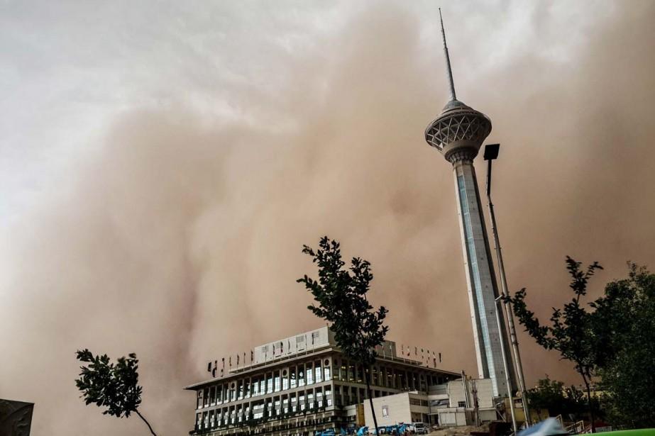 La tempête s'est déclarée à 17h10 avec des... (PHOTO MOSTAFA VOSOGH, AFP)