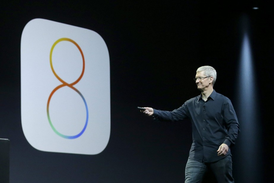 Le patron d'Apple, Tim Cook... (Photo Jeff Chiu, AP)