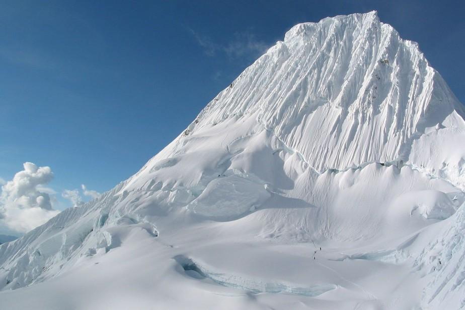 L'Alpamayo, l'un des pics les plus spectaculaires de... (Photo Wikipédia)