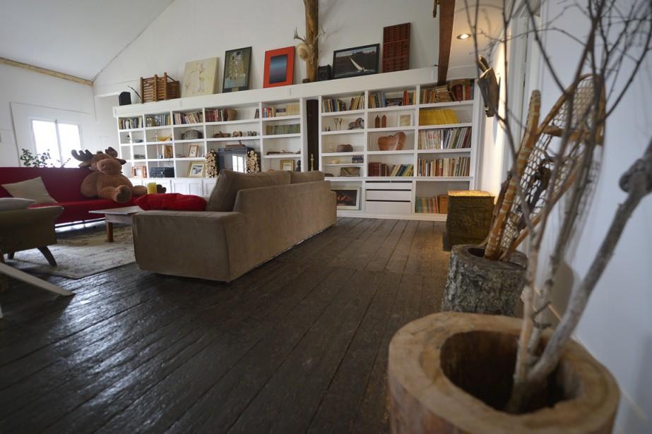 Au rez-de-chaussée de la grange se trouve la confiturerie. À l'étage, un loft décoré avec soin par Vincent Paris et Catherine Trudel. (Photo Yan Doublet, Le Soleil)