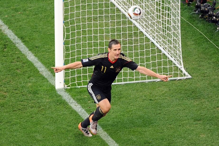 L'attaquant réserviste de l'Allemagne Miroslav Klose.... (Photo Rodger Bosch, archives AFP)