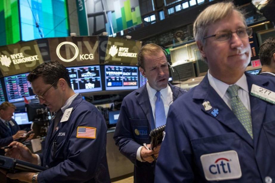 Les indices vedettes Dow Jones et S&P 500... (PHOTO BRENDAN MCDERMID, REUTERS)
