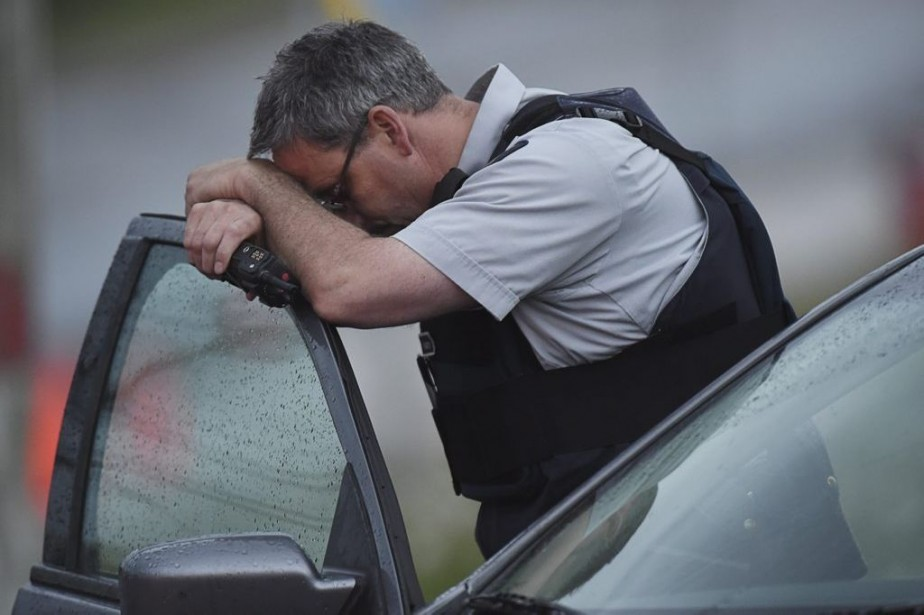 Un officier de la GRC.... (Photo Andrew Vaughan, La Presse Canadienne)