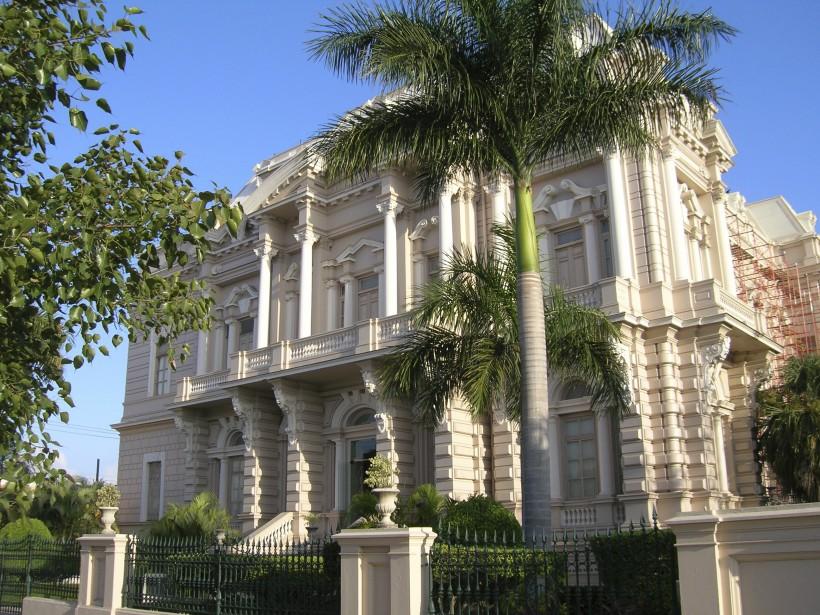 L'ancienne maison du gouverneur Francisco Cantón Rosado, à l'angle de la Calle 43, abrite le musée d'histoire et d'anthropologie du Yucatán. (PHOTO MICHEL ROUSSEAU, LA PRESSE)