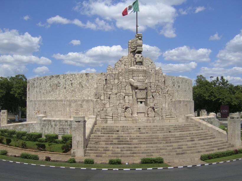 Le grand monument à la patrie se dresse sur le Paseo de Montejo. (PHOTO MICHEL ROUSSEAU, LA PRESSE)