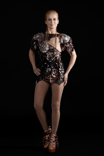 Kristina porte fièrement le maillot signé Outi Pyy. (PHOTO ET PROPOS TIRÉS DE MONOKINI 2.0)