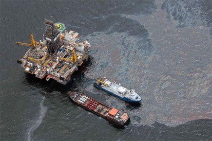 L'explosion en avril 2010 de la plateforme pétrolière... (Archives AP)