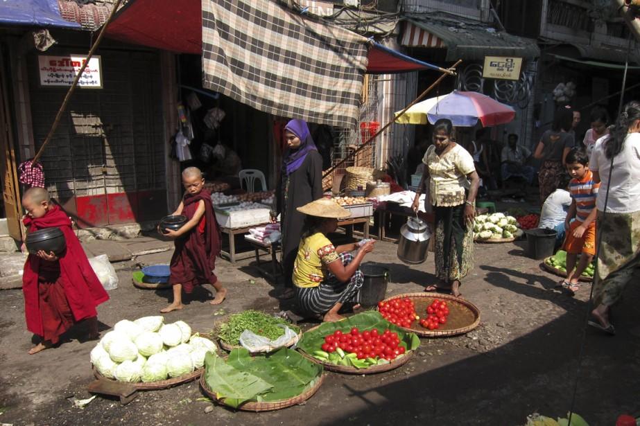 Autour du marché de Theingyi Zei. (Photo Rodolphe Lasnes, collaboration spéciale)