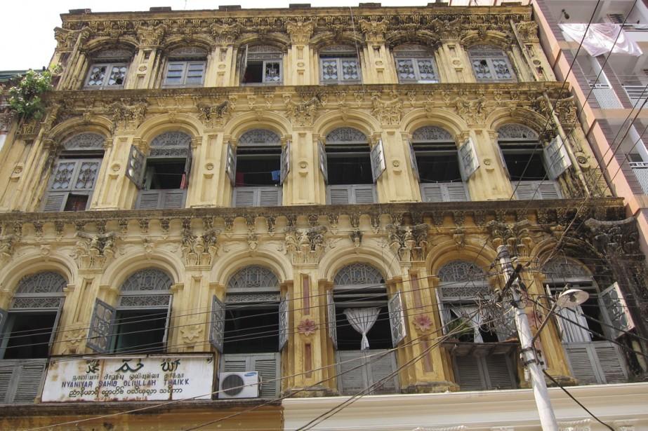 Il suffit de lever les yeux pour admirer des édifices coloniaux. (Photo Rodolphe Lasnes, collaboration spéciale)