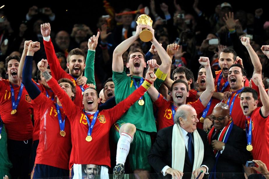 La Coupe du monde de la FIFA soulève... (PHOTO GABRIEL BOUYS, ARCHIVES AGENCE FRANCE-PRESSE)